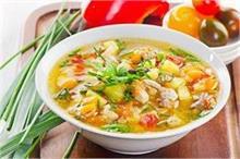 Monsoon Special: घर पर बना खाएं ये 5 सूप, खाने के बाद...