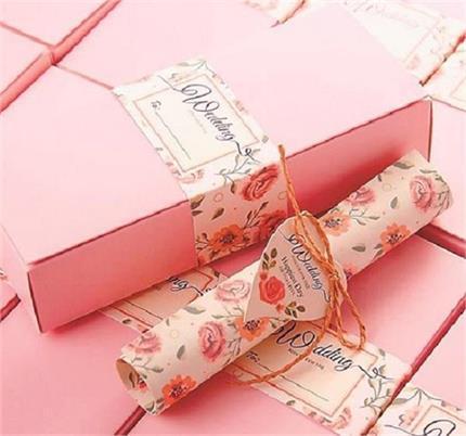 Wedding Cards: शादी के कार्ड को बनाना है खास तो यहां से लें ढेरों...