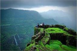 खतरों से खेलने का है शौक तो जरूर करें महाराष्ट्र के इन किलों की सैर