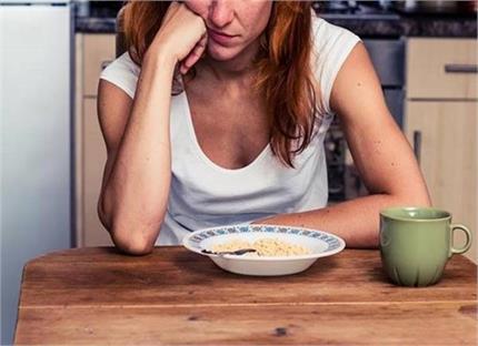 खाली पेट गलती से भी न खाएं ये 5 चीजें, सेहत को पहुंचाती है नुकसान
