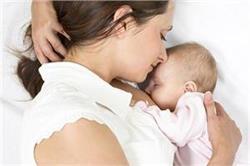 World Breast Feeding Day: स्तनपान करवाने वाली माओं को मिलते हैं ये फायदे