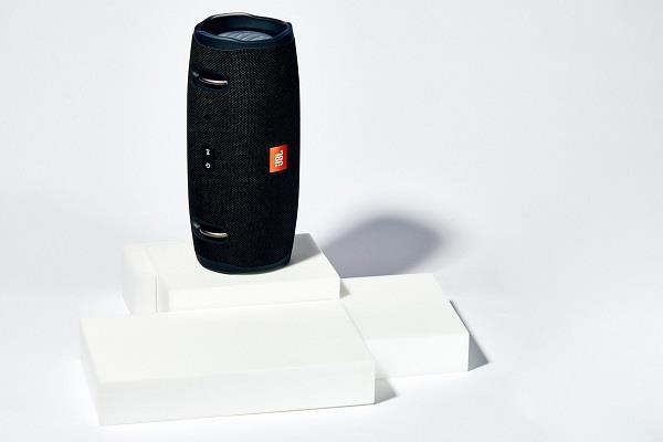 नॉयस एंड इको कैंसेलिंग फीचर के साथ लांच हुअा JBL का नया ब्लूटूथ स्पीकर