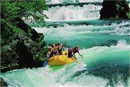 एडवेंचर का है शौक तो भारत के इन शहरों में करें River Rafting - Nari