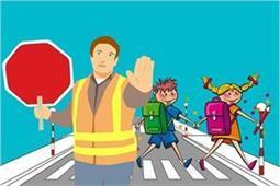 अगर अकेला स्कूल जाता है बच्चा तो यूं सिखाएं उन्हें ट्रैफिक Rules- Nari