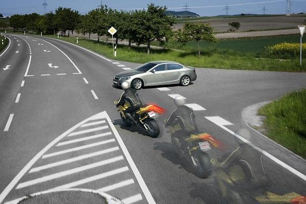 बाइक खरीदने वालों के लिए खुशखबरी, अब इन बाइक्स में भी मिलेगी ABS तकनीक