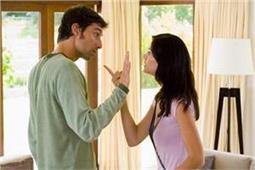 पति-पत्नी के बीच झगड़े की वजह बनती है ये 7 बातें - Nari