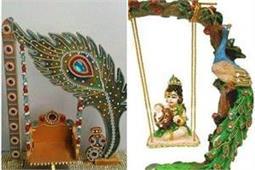 जन्माष्टमी पर इन यूनिक तरीकों से करें नन्हे गोपाल के लिए Swing Decoration