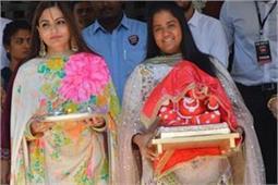 गणेश फेस्टिव पर अपनी बहन अर्पिता के घर पहुंचे अरबाज, गर्लफ्रैंड भी दिखीं साथ