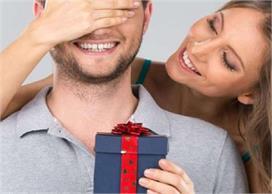 करवा चौथ पर रिटर्न Gift देकर पति को करें खुश, यहां से लें...