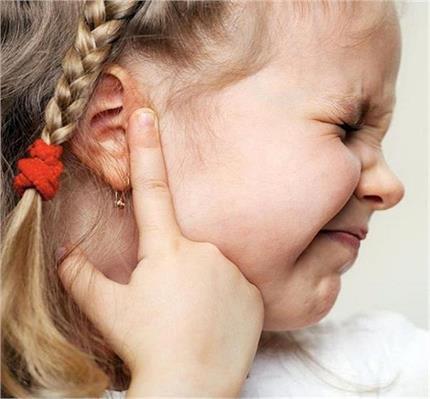 बच्चों के कान में ईयर इंफेक्शन से हो रही दर्द का यूं करें इलाज