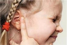 बच्चों के कान में ईयर इंफेक्शन से हो रही दर्द का यूं करें...