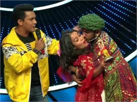 Indian Idol: कंटेस्टेंट ने जबरदस्ती किया नेहा को 'किस' तो...