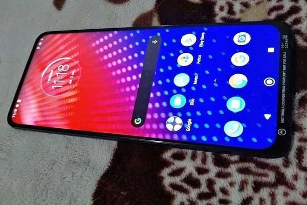 Motorola Z4 Force स्मार्टफोन की तस्वीर हुई लीक, दिखे यह फीचर्स