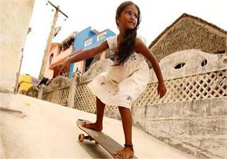 'यंगेस्ट फीमेल स्केटबोर्डर' पर बनी है...