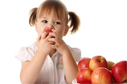 सेब पर लगी वैक्स उतारने में मदद करेंगे ये आसान टिप्स