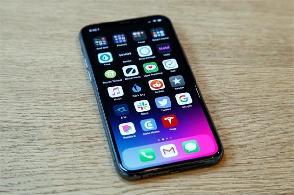 एप्पल का दावा निकला झूठा, iPhone 11 पर पड़ रहे स्क्रैच