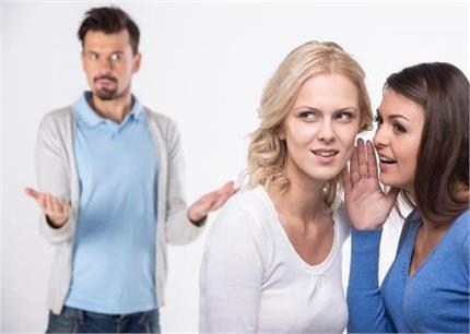 अपनी दोस्त को न बताए बॉयफ्रेंड की ये बातें, टूट सकता है रिश्ता