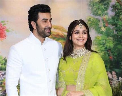 रणबीर-आलिया की शादी का कार्ड हुआ वायरल, अगले साल करेंगे शादी!
