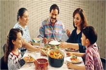 ये हैं शास्त्रों के अनुसार बताए गए भोजन करने के 5 नियम