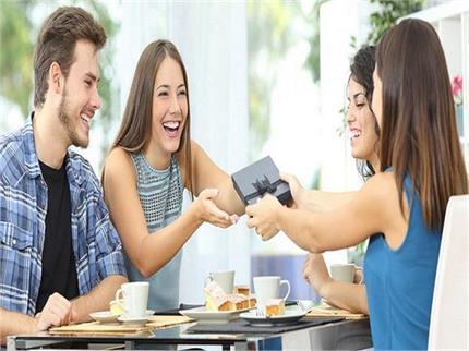 दोस्ती के रिश्ते में खट्टास लाएंगी एक दूसरे संग शेयर की गई ये 6 चीजें