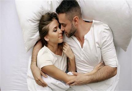पति के साथ सोने पर मौत के मुंह पहुंची महिला, हुई खतरनाक एलर्जी