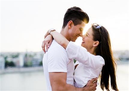 Zodiac Sign: पति को उंगलियों पर घुमाती है मेष राशि की लड़कियां