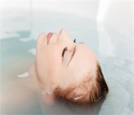 गर्म पानी से नहाने के सेहत को 5 फायदे, क्या जानते हैं आप?