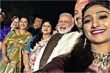 मोहिना कुमारी सिंह के वेडिंग रिसेप्शन में पहुंचे...