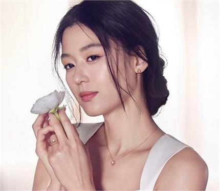 Korean लड़कियों की हेल्दी और खूबसूरत स्किन का राज है ये 9 टिप्स
