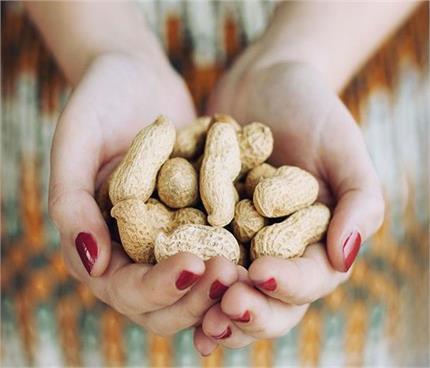 महिलाओं की 3 समस्याओं की हल है मूंगफली-गुड़, ये भी मिलेंगे फायदे