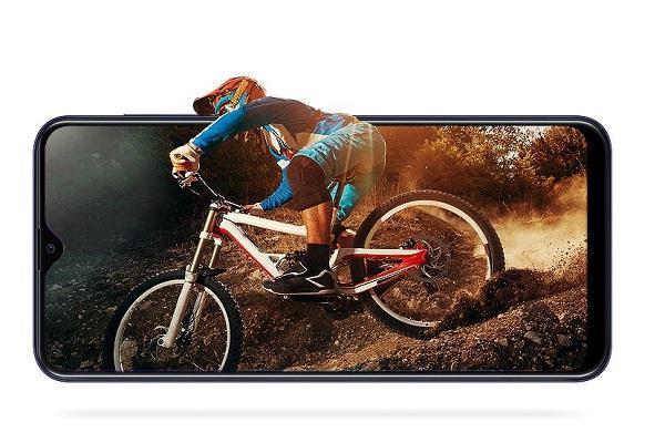 सस्ता हुआ सैमसंग का ये बजट स्मार्टफोन, अब इतने में खरीद सकते हैं ग्राहक
