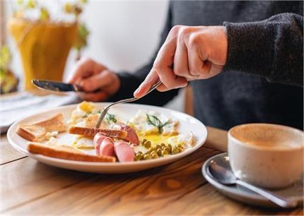 खाली पेट गलती से भी न खाएं ये चीजें, सेहत को होगा नुकसान