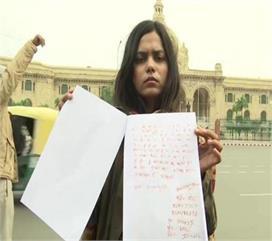 इंटरनेशनल शूटर ने अपने खून से पत्र लिखकर गृहमंत्री से की यह...