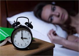 आपको बीमारियों के घेरे में ले सकती है आधी-अधूरी नींद, जानिए...