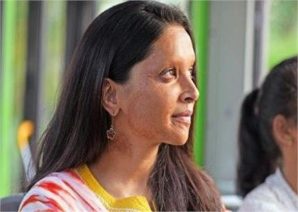 आंख मारकर दीपिका ने प्रिया को दिया चैलेंज, देखें वीडियो