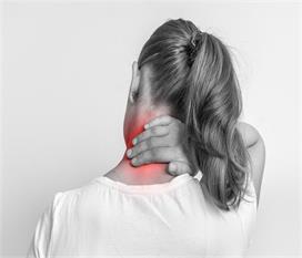 कमर और कंधे के दर्द से राहत दिलाएंगीहीट थेरेपी, ये चीजें...