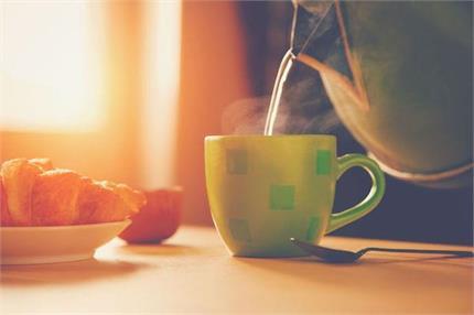 जानिए गर्म पानी पीने के 9 फायदे