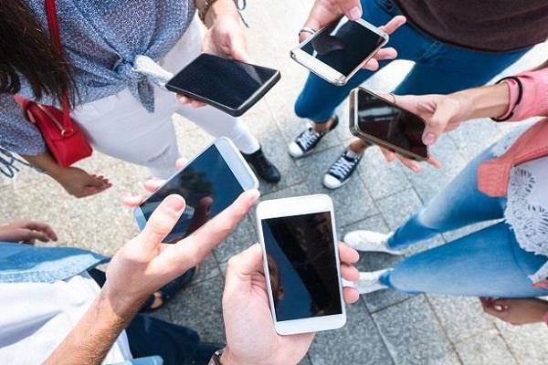 भारतीयों को है मोबाइल इंटरनैट का चस्का, 9 महीने में खर्च किया 55 हजार GB डेटा
