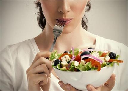 गलत तरीके से खाएंगे तो ये 10 हेल्दी चीजें भी देगी नुकसान
