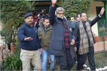मनाली पहुंचे अमिताभ बच्चन, फैंस के साथ क्लिक की सेल्फी