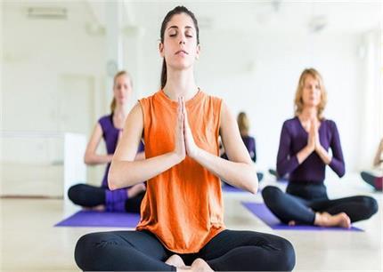 डिप्रेशन में नहीं रहने देंगे ये 5 योगासन