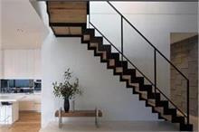 कलह-क्लेश का कारण बनती हैं गलत दिशा में बनी सीढ़ियां