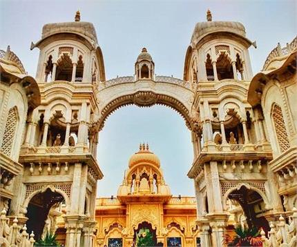 खुद खुलता और बंद होता है वृंदावन का यह मंदिर, आज तक नहीं पता चला रहस्य
