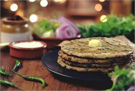 बारिश के मौसम में बनाकर खाएं गर्मा-गर्म मेथी का परांठा