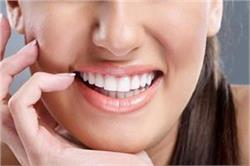 मोती जैसे चमक उठेंगे जिद्दी पीले दांत, बड़े असरदार हैं ये 8 टिप्स