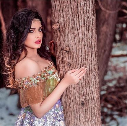 Glamour Alert! बॉलीवुड दीवाज से कम नहीं Himanshi Khurana का फैशन (See...