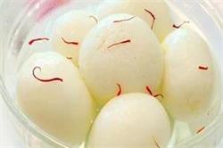 घर पर बनाएं चावल स्पंजी रसगुल्ले