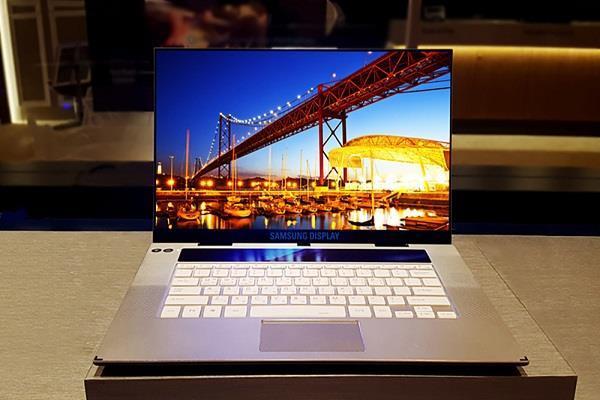 Samsung लाने जा रही है पहला UHD OLED डिसप्ले वाला लैपटॉप