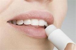 होंठों को खूबसूरत व कोमल बनाएगा होममेड लिप ग्लॉस
