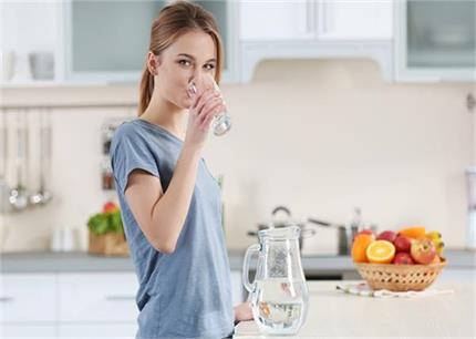 महिलाओं की इन 5 प्रॉबल्म का हल हैं गर्म पानी